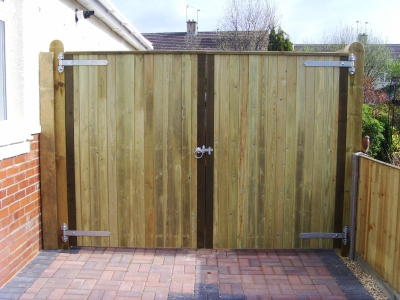 fencing contractors hampshire